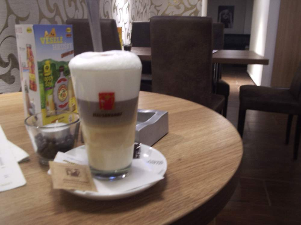 Káva v Café Bar Paparazzi