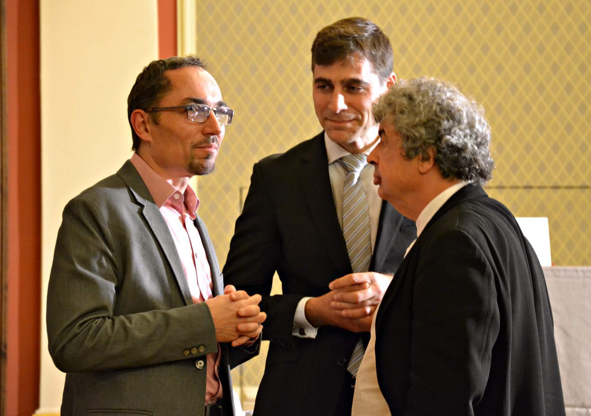 Nově jmenovaný šéfdirigent Semjon Byčkova (vpravo) na dnešní tiskové konferenci České filharmonie