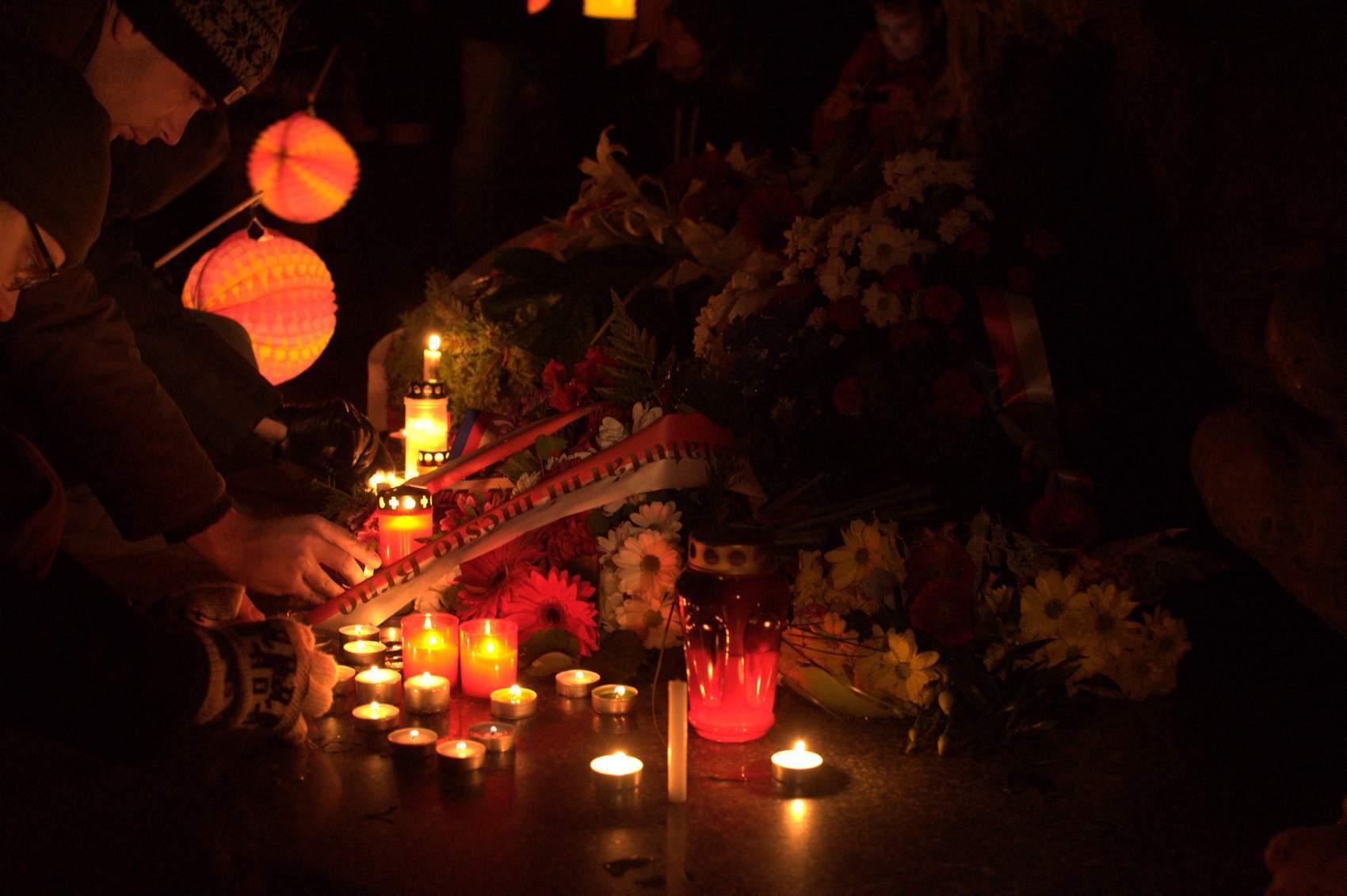 Obětem nacismu zapálili studenti na Kounicových kolejích svíčky. Foto: Michaela Nárožná