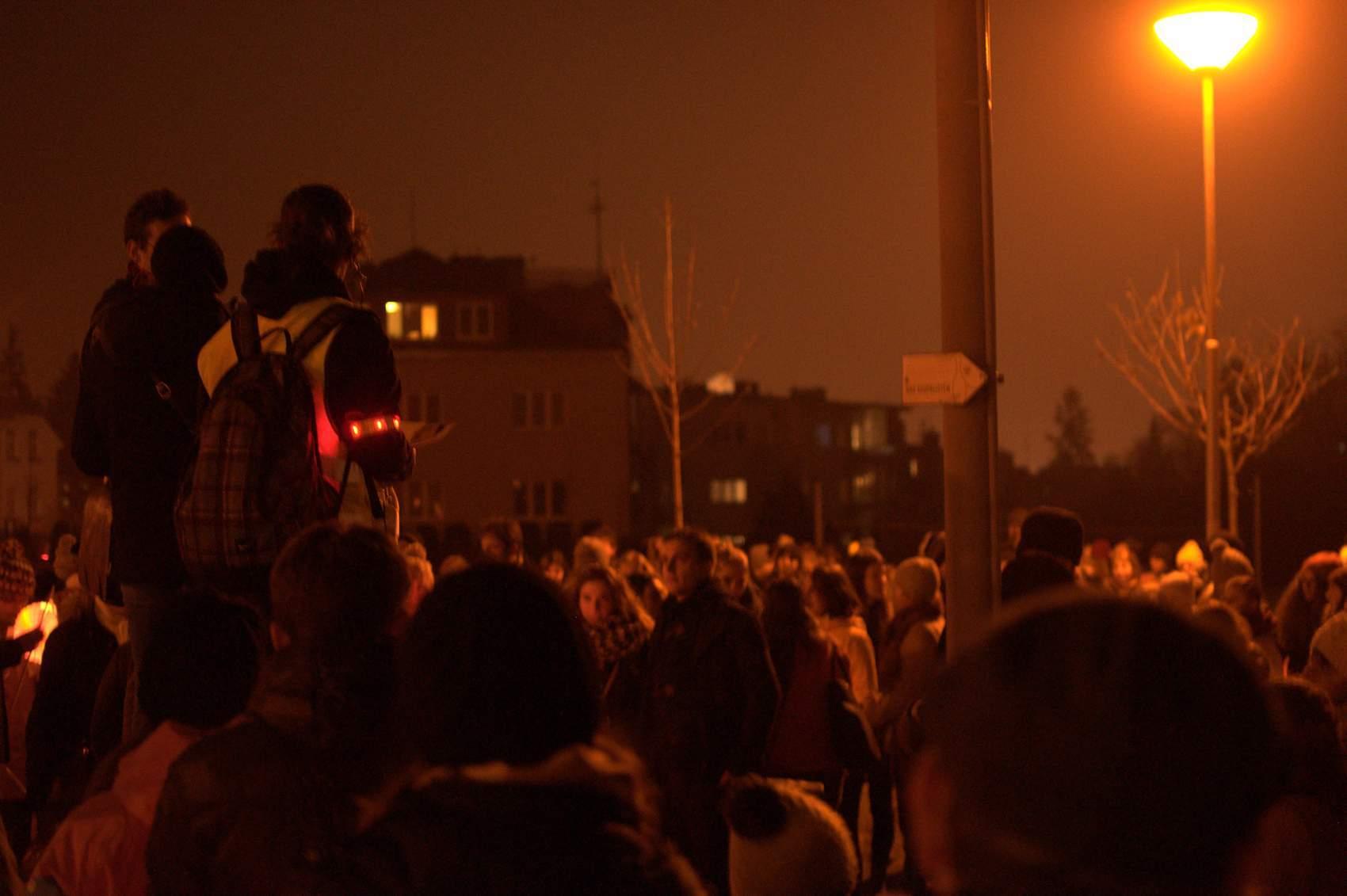 Poslední zastávka byla na Kraví hoře, kde si studenti zazpívali hymny. Foto: Michaela Nárožná