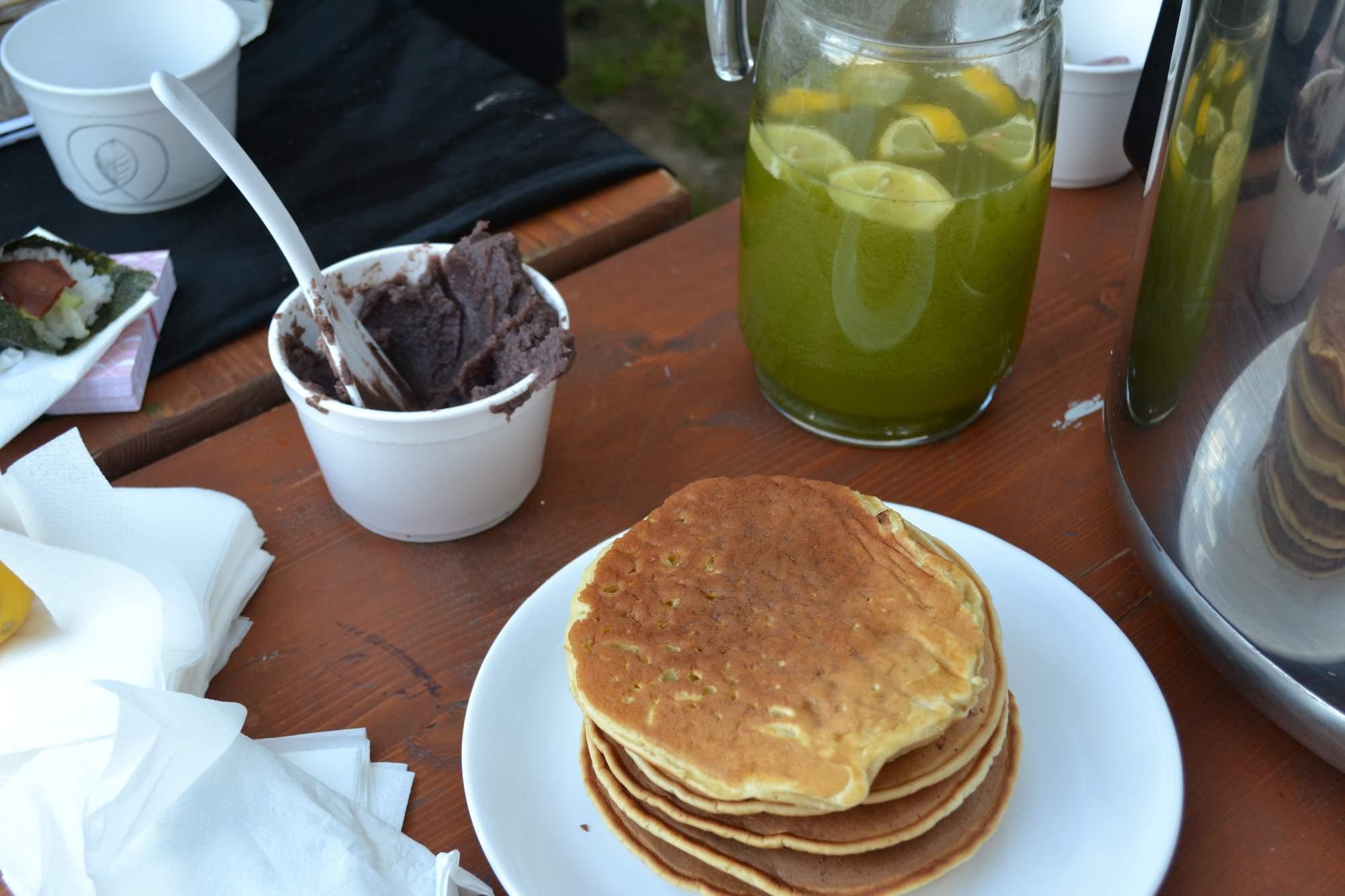 Milovníci sladkého jídla mohli ochutnat medové lívance. Foto: Klára Vašíčková