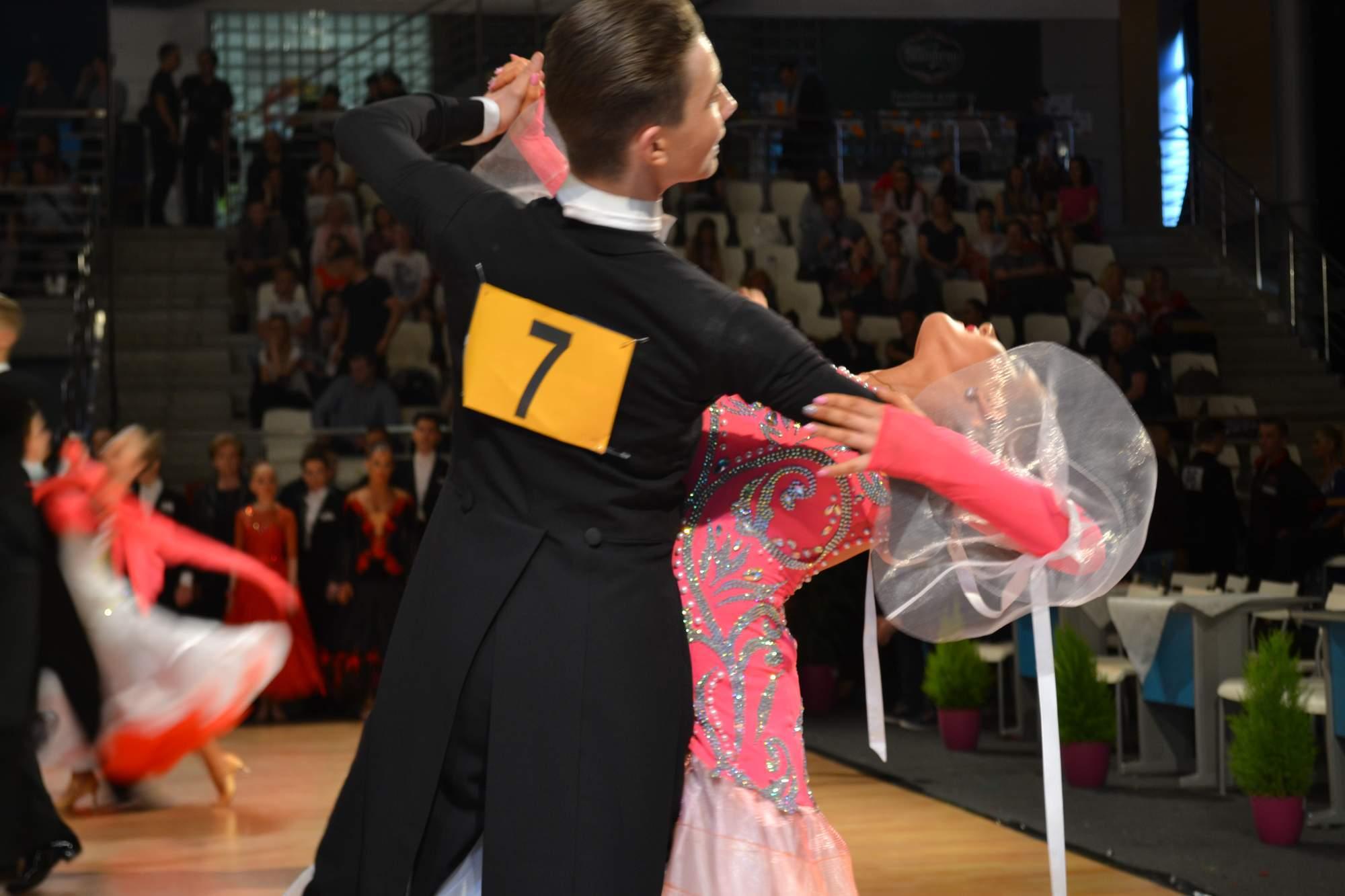 Tanečníci soutěžili v latinských tancích a ve standardních tancích.