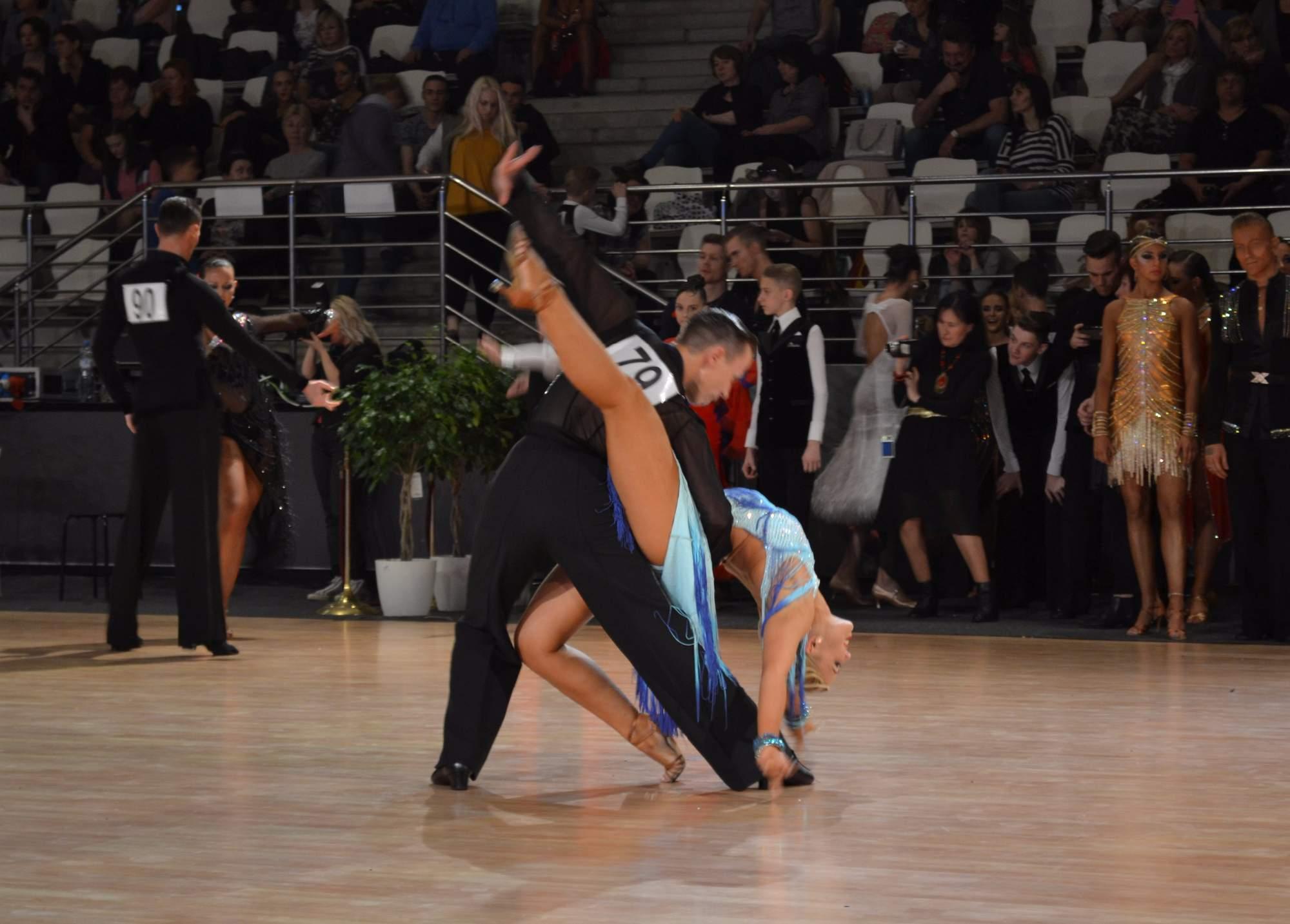 Tanečníci předváděli mnohdy neuvěřitelné figury.