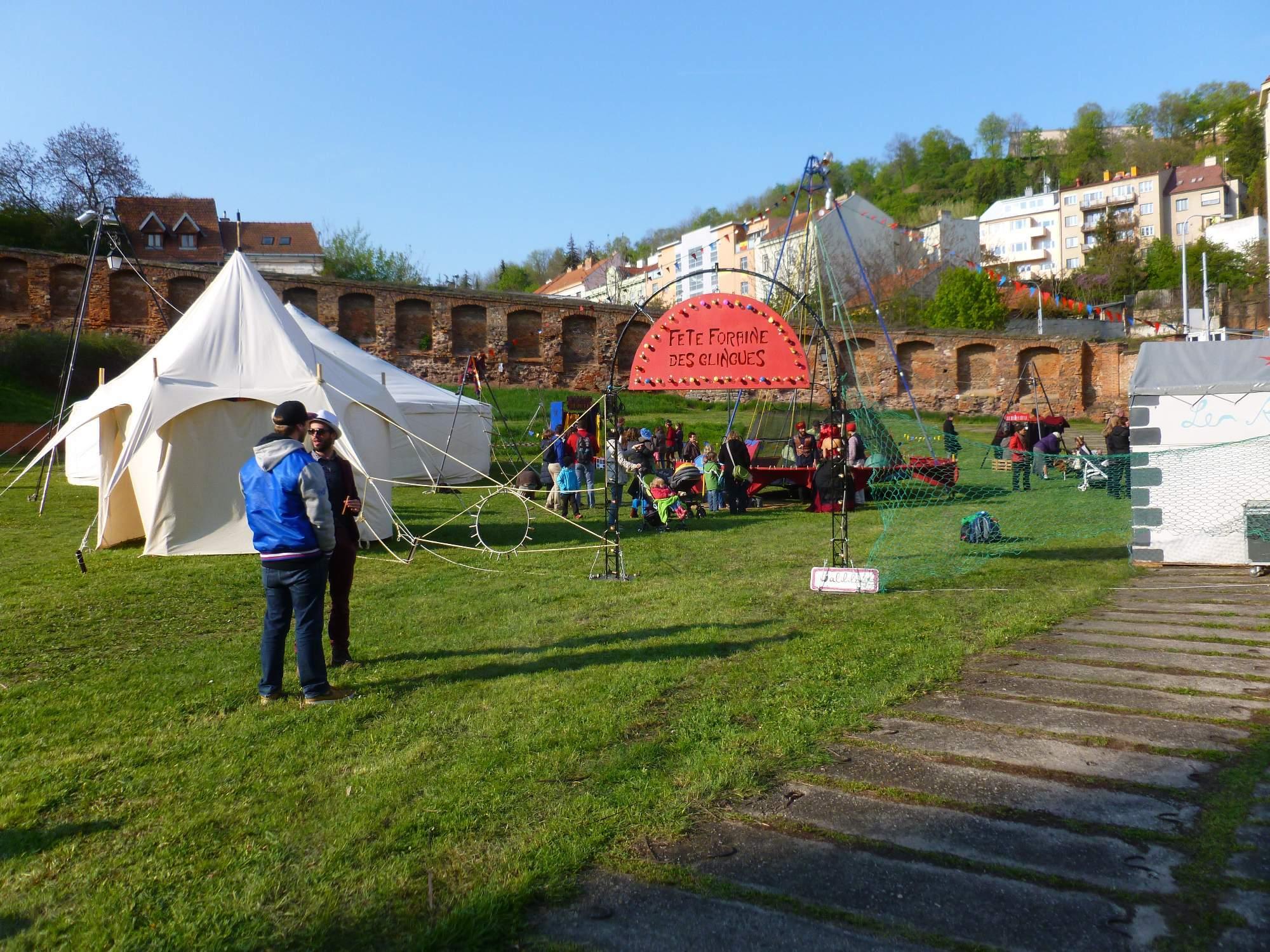 Velká pouťová zábava s La famille Walili v klášterní zahradě na Mendlově náměstí. Foto: Kristýna Hortvíková