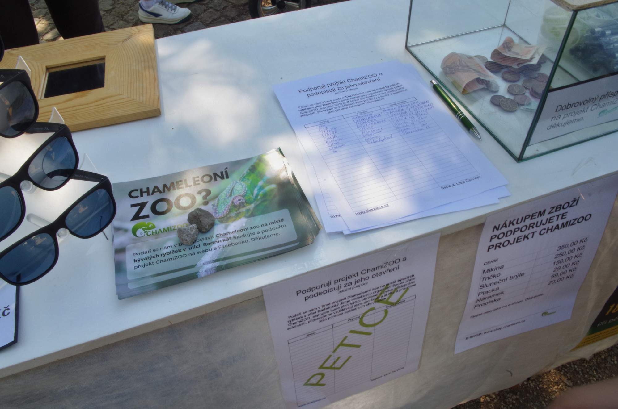 Mohli také podepsat petici za otevření ChamiZoo. Foto: Eliška Pospíšilová