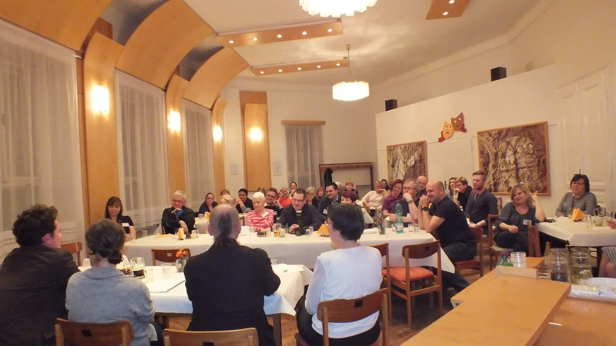 Rozborových seminářů se kromě souborů mohli účastnit i diváci. Foto: Nikola Pavlasová