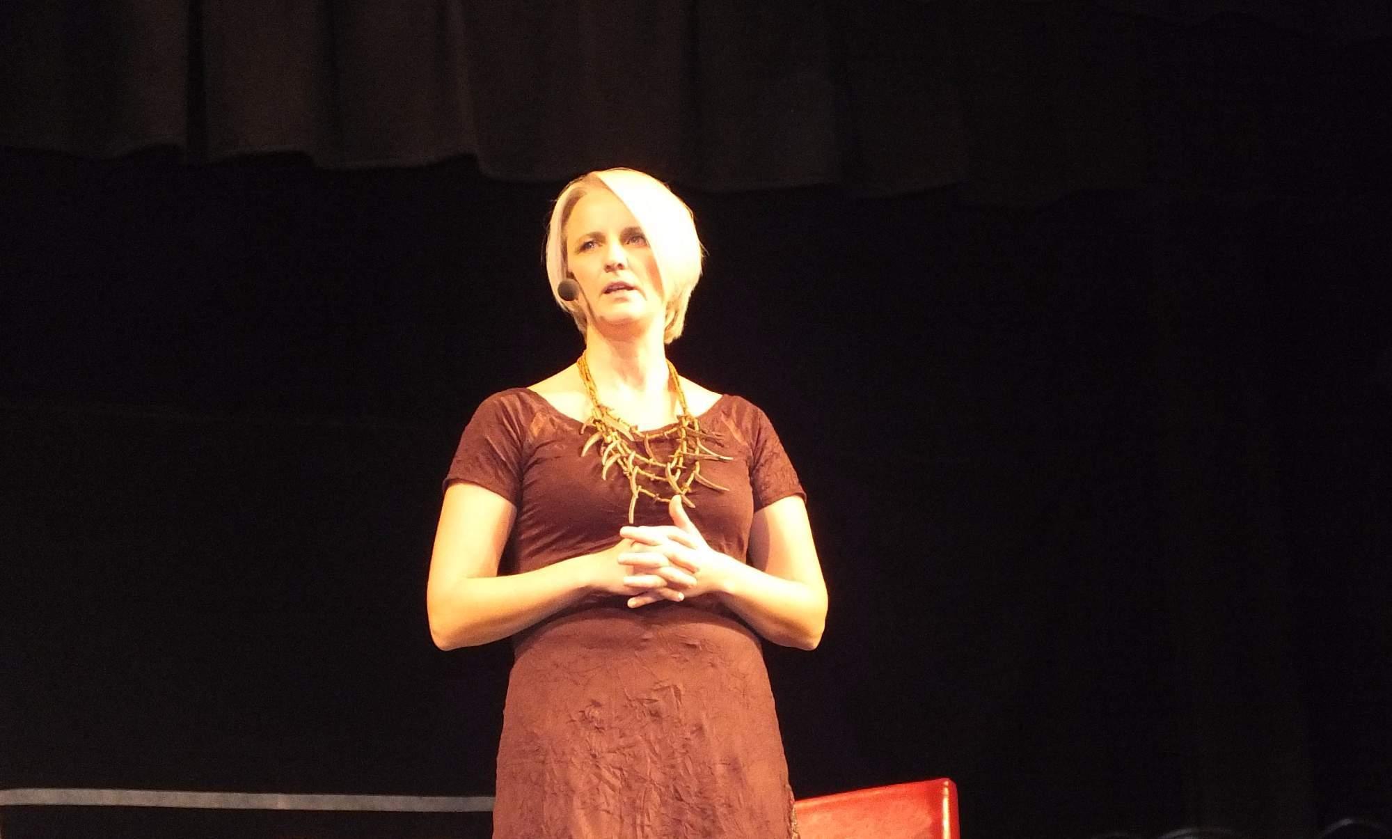 Začalo se včas. Moderátorka diváky uvítala za tónů písně Snadné je žít. Foto: Nikola Pavlasová