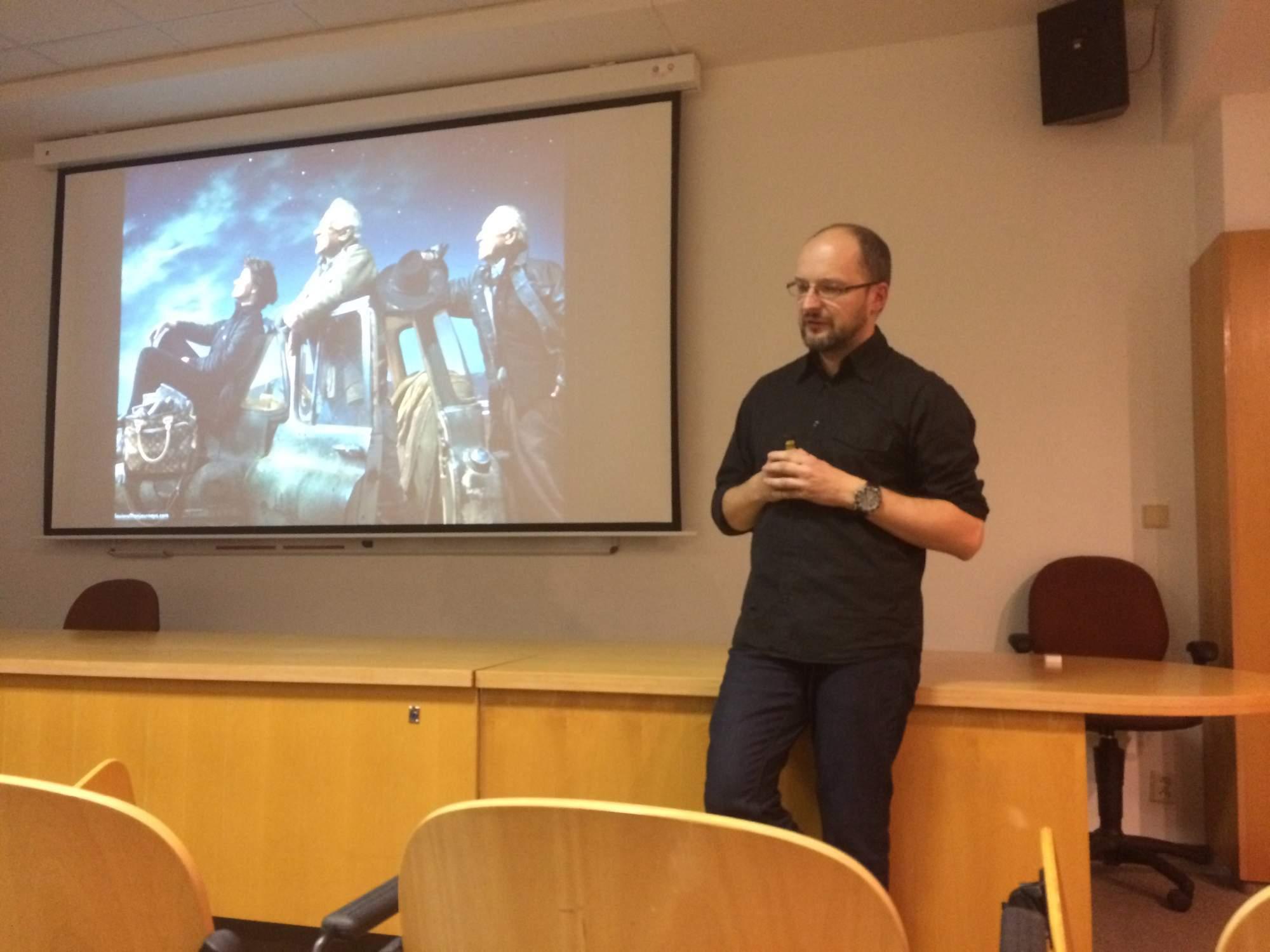 Pavel Gabzdyl na své přednášce o projektu Apollo