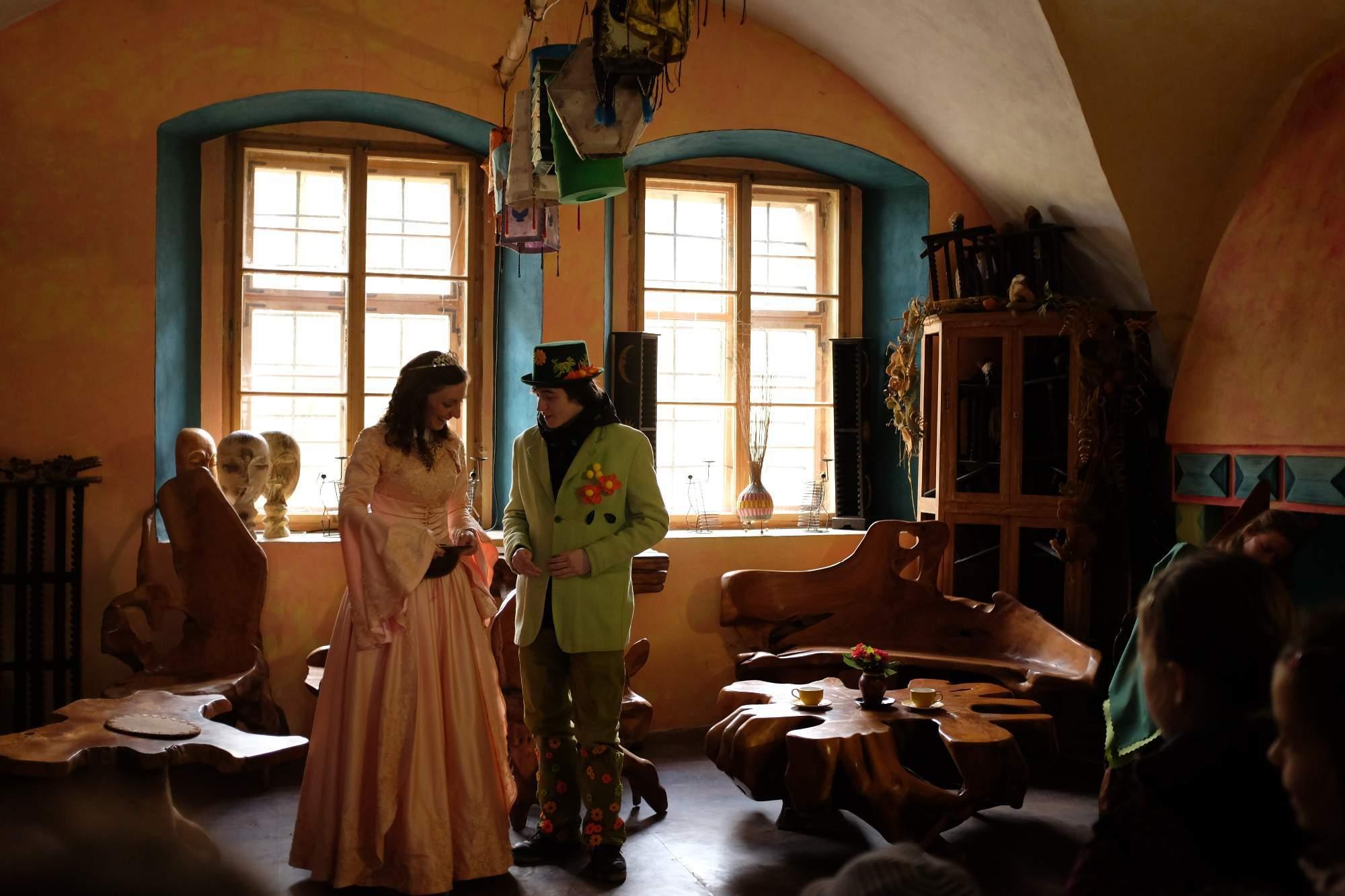 Jaro a princezna vymýšlí, jak se zbavit Zimního krále vlády. Foto: Pavlína Černá