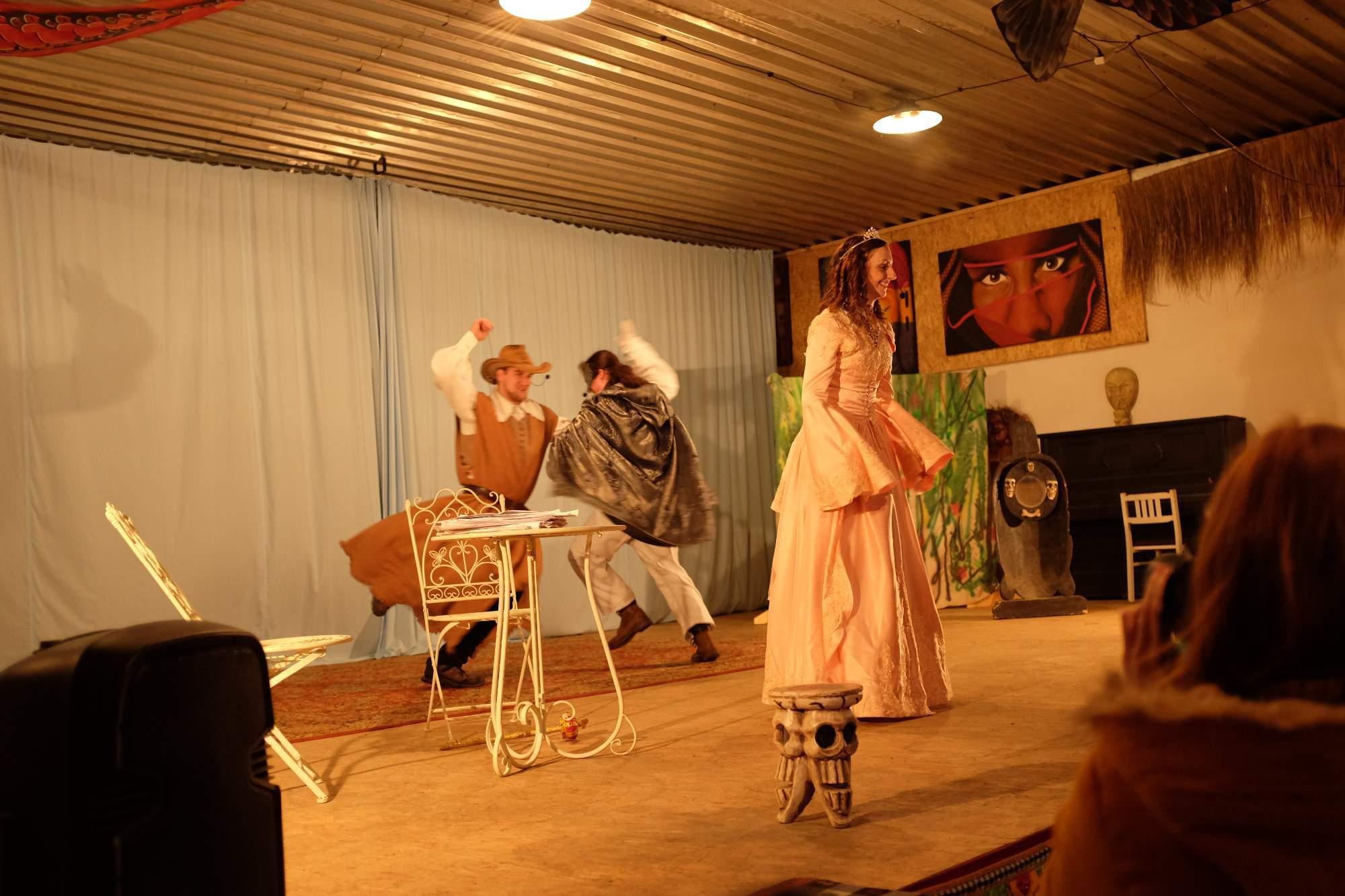 Součástí krátké předpohádky byl i taneček s dětmi. Foto: Pavlína Černá