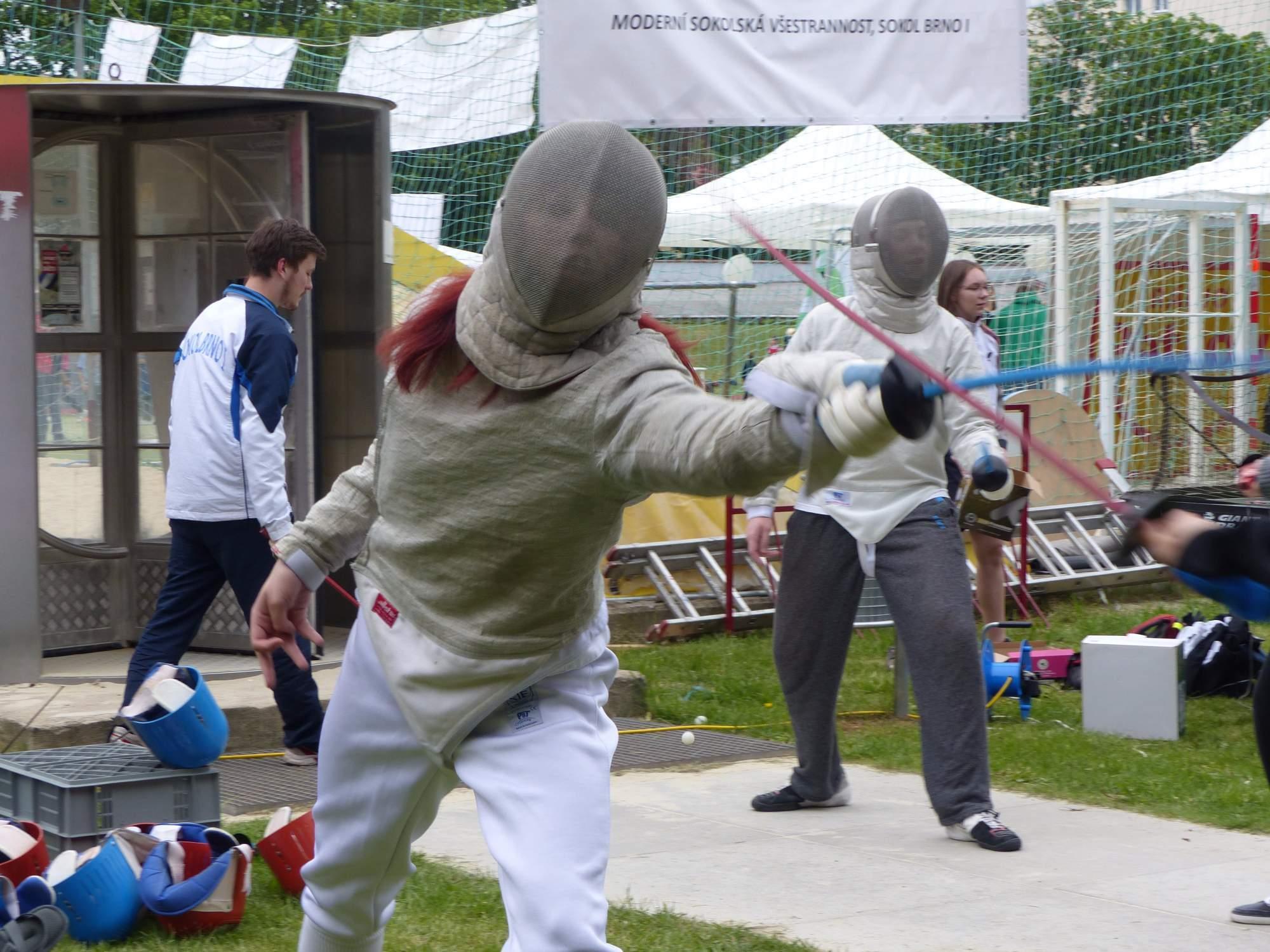 Pořadatelé nabídli mimo klasických sportů i sporty netradiční, jedním z nich byl šerm. Foto: Michaela Střížová