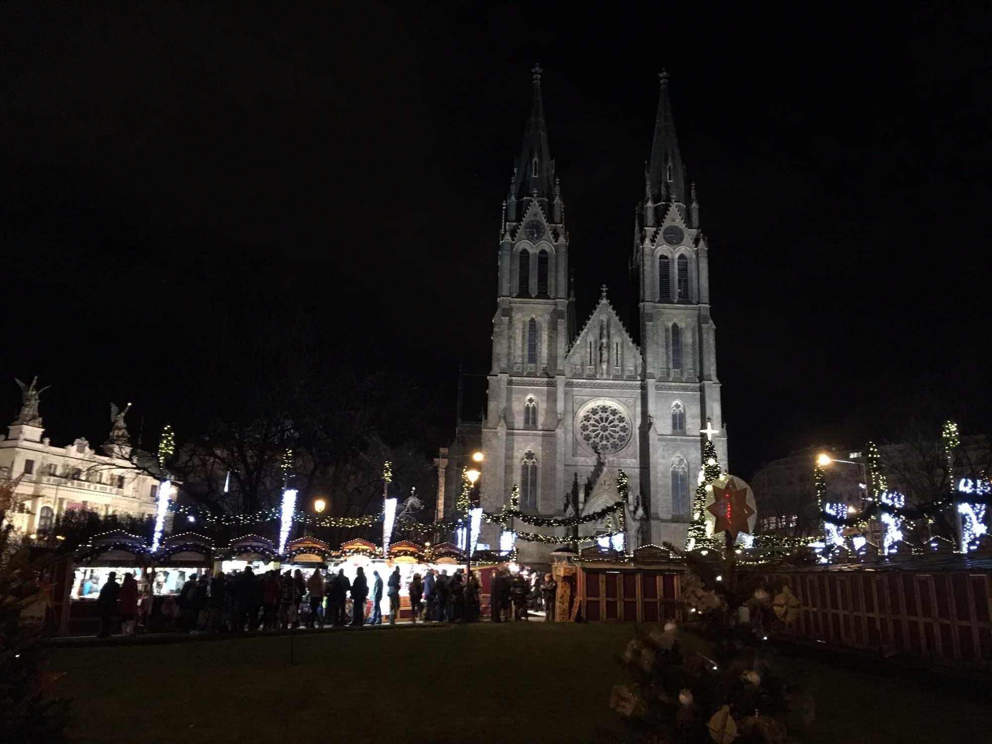 Trhy na pražském náměstí Míru (Lenka Čechová)