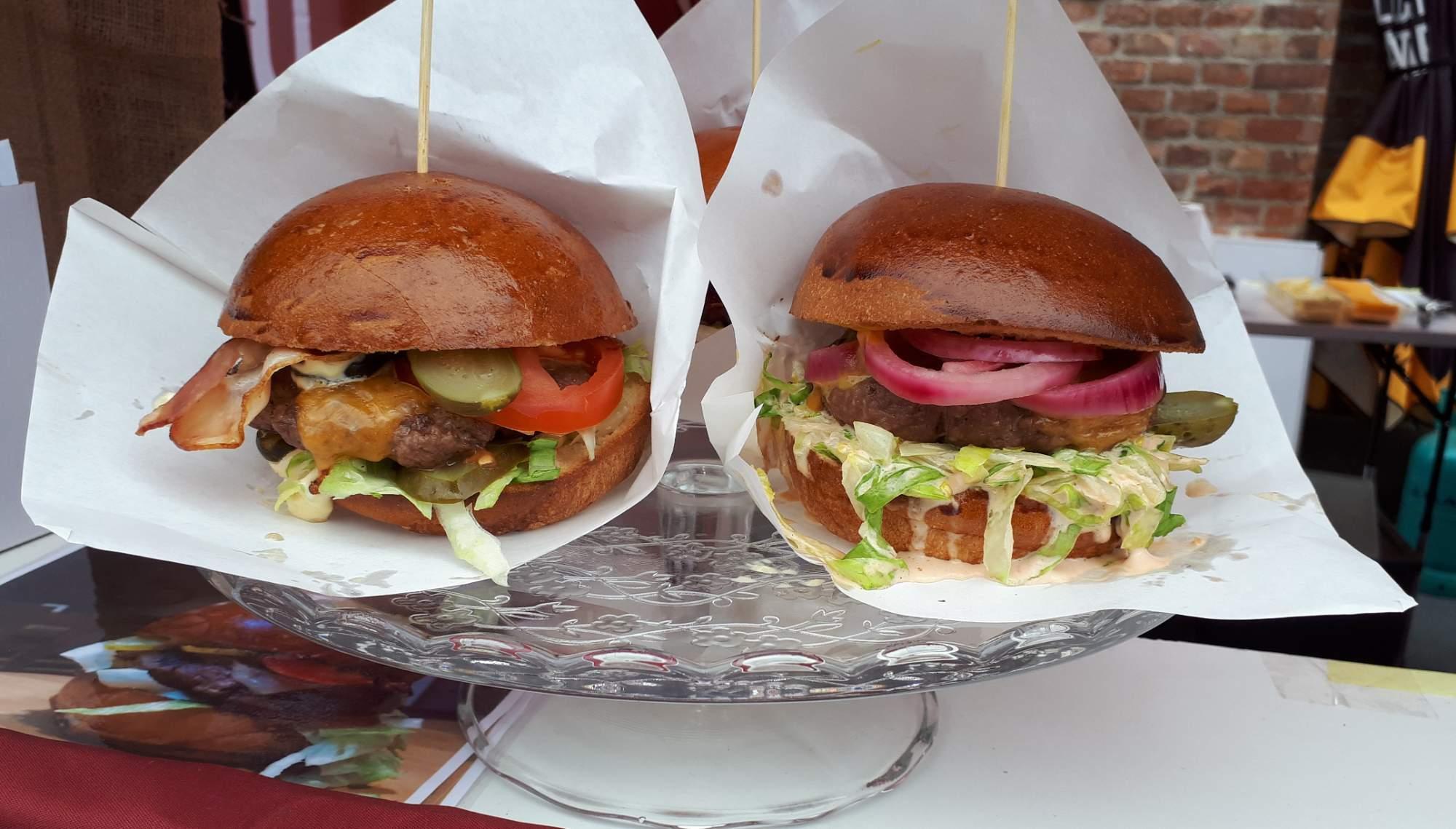 Návštěvníci Burger Festivalu si mohou pochutnat na burgerech z kvalitního masa. Foto: Jana Blahošová
