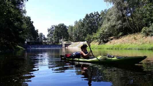 Čára team sa snažil málo, naše schované kajaky sme našli pomerne ľahko a ani sme k nim nemuseli doplávať...