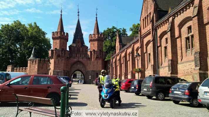 U zámku Hradec nad Moravicí