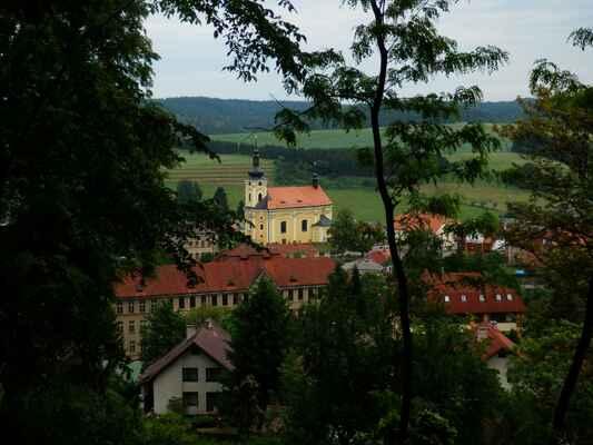 ještě z hradu pohled na městečko pecka, pak se tma znovu stavit na zmrzlinu a domů...