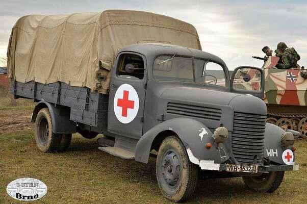 Nákladní automobil wehrmactu PRaga RND upravený pro převoz raněných