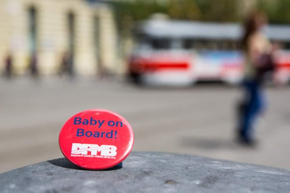 Placky mají ulehčit cestování těhotných žen hromadnou dopravou. Foto: Markéta Sulková
