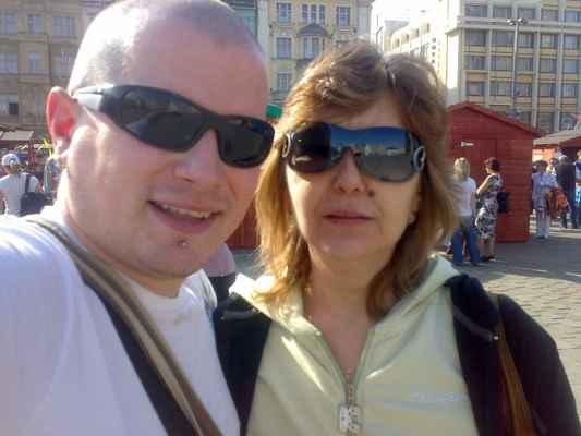 LasardoPictures ™2009 - Já a Gabika v Plzni•Léta páně 2009• 4/4  * Foceno:09.04.2009•16:27:17 hod./Plzeň/Selfie  ★ Fotograf:Tamáš.D'J©LasardoPictures_JT81™ * Fotoaparát:Nokia N73. » 09042009583.jpg | fotoaparát: Nokia, N73 | datum: 09.04.2009 16:27:17 | čas: 1/125 s | clona: F2.8 | ohnisko: 5.6 mm | ISO: 100 « Do+Ga selfičko #minulost #náměstírepublikyvPlzni #retro #JT81  Nahrané na WiFi v OC Plaza Plzeň dne 16.5.2018.