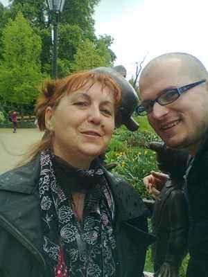 LasardoPictures 2013 - GABIKA & Já|Křižíkovy & Park|Plzeň r.2013|f 17/17 F. #selficko  #selfie #minulost #szeretlek es a szívemben vagy orökké. * Dne: 4.5(máj).2013|17:44:13 hod./Sobota/Plzeň. * Fotograf: Gabika.Č. •  Thestigma21 - JT81 - * Fotoaparát: Nokia C3-00 • #MinulostRetro 4.5.13-GaDo a Hurvinek-DLD..jpg | fotoaparát: Nokia, C3-00 | datum: 04.05.2013 17:44:13 #szoborHurvínek #SpejblaHurvínek WiFi od Globusu v Plzni dne 2.3.2019/sobota.