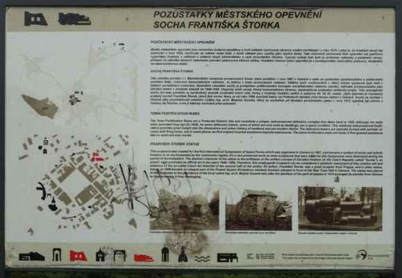 A tady ucelené info o hradbách a plastice F. Štorka.