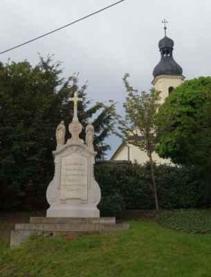 A nakonec jsem se ještě zastavila u kamenného kříže pod hřbitovem.