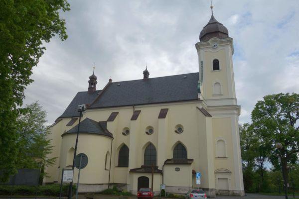 Kostel sv. Jana Křtitele - jedná se o jednolodní stavbu s gotickým presbytářem a renesanční kaplí. První písemná zmínka je z r. 1378.