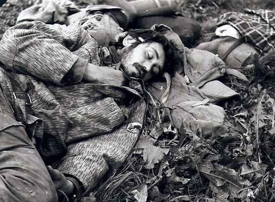 KÚB 85 -0004 - Brazil se zase ožral a chrápe s cigárem za uchem.